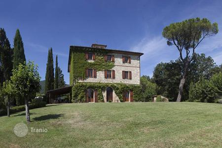 Villas and houses for rent with swimming pools in Tuscany. Palazzo del Pollaiolo