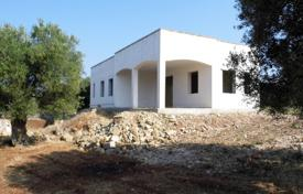 Villa to complete 2 km from Pescoluse, Marine of Salve for 185,000 €