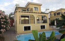 Coastal townhouses for sale in Chloraka. 3 Bed Detached House with Guest Annex