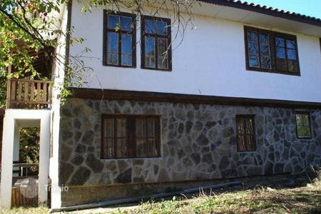 Cheap property for sale in Gabrovo (city). Townhome – Gabrovo (city), Gabrovo, Bulgaria