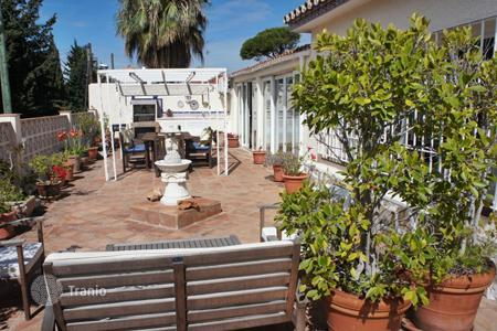 Townhouses for sale in Europe. Townhouse in a residence with swimming pool and barbecue, 1 km from the sea, in Marbella, Malaga, Spain