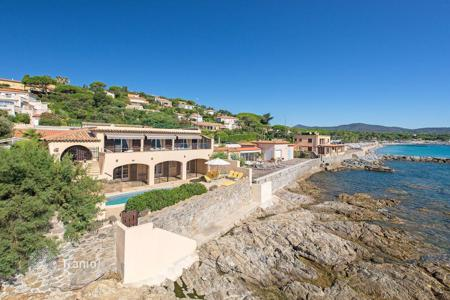 Luxury houses for sale in Sainte-Maxime. Close to Saint-Tropez — Magnificent waterfront property
