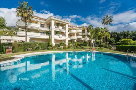 3 bedroom apartments for sale in Costa del Sol. Stylish and Elegant Garden-level Apartment in Monte Castillo, Altos Reales, Marbella Golden Mile