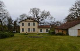 5 bedroom houses for sale in Gers. Two-storey villa with outbuildings and a spacious park, Gers, France