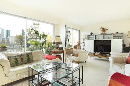 Apartments with pools for sale in Neuilly-sur-Seine. Neuilly- Ile de la Jatte