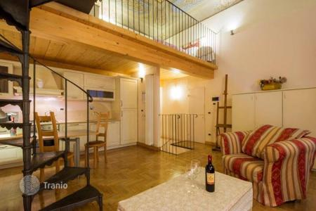Apartments for sale in Tuscany. Three-level loft, decorated with frescoes, in a historic building, Florence, Italy