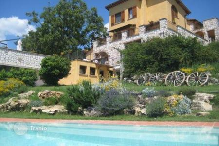 Luxury property for sale in Orte. Farmhouse with pool in Orte