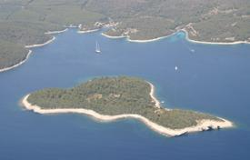 Land for construction on the first line of the sea near the island of Korcula, Croatia for 1,050,000 €