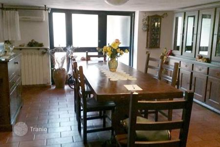 Apartments for sale in Arezzo. Apartment – Arezzo, Tuscany, Italy