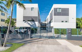 Townhome – South Miami, Florida, USA for $999,000