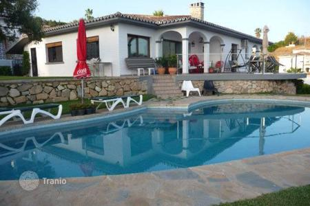 Houses for sale in Benalmadena. The villa is located in a very good peaceful area of Benalmadena