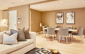 Property for sale in London. Spacious apartment with a balcony in a new residential complex with a concierge, a parking and landscaped gardens, London, UK