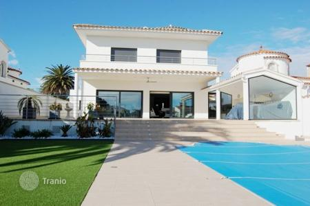 Luxury 4 bedroom houses for sale in Empuriabrava. Villa – Empuriabrava, Catalonia, Spain