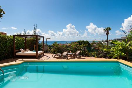 4 bedroom houses for sale in Gran Canaria. Renovated Chalet with Sea views in San Agustin