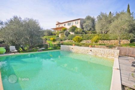 5 bedroom houses for sale in Chateauneuf-Grasse. Villa – Chateauneuf-Grasse, Côte d'Azur (French Riviera), France