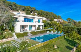 Luxury 4 bedroom houses for sale in Vallauris. Beautiful contemporary villa with panoramic sea view