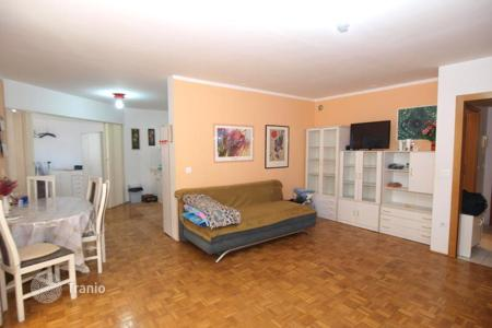 Coastal apartments for sale in Obalno-Cabinet. Buy-to-let apartment – Izola, Obalno-Cabinet, Slovenia