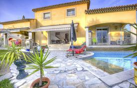 Residential for sale in Villeneuve-Loubet. Villa for sale — Villeneuve Lobet — Vue mer
