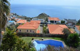3 bedroom houses for sale in Madeira. Three-bedroom house located in a very prestigious area with amazing views