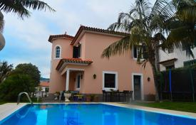 Houses with pools for sale in Portugal. Magnificent four bedroom villa in Funchal
