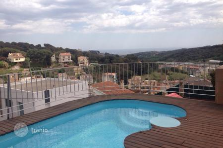 Houses with pools by the sea for sale in Arenys de Munt. Villa – Arenys de Munt, Catalonia, Spain