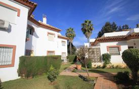 Cheap townhouses for sale in Andalusia. This great townhouse is located in Mijas Golf, it is right on the first line and there is easy access to the golf club