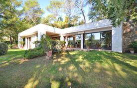 Residential for sale in Brignoles. Modern villa with a spacious terrace and a garden, near the golf course, Brignoles, France