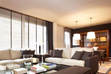 3 bedroom apartments for sale in Barcelona. Spacious three-bedroom apartment in the Gracia district, near the metro, a half-hour walk from the beach, Barcelona