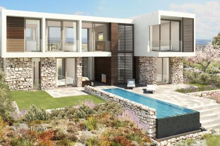 Luxury 4 bedroom houses for sale in Paphos. Spacious villa in a prestigious golf-club, Pafos, Cyprus