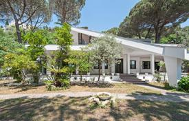 Designer villa near the Lake of Castel Gandolfo for 1,490,000 €