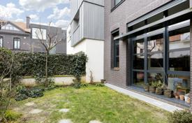 Boulogne Centre. An architect-designed property with a little garden. for 1,790,000 €