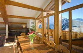 Villas and houses to rent in Montvalezan. A comfortable chalet with 6 bedrooms and en-suite bathrooms, a living room with a fireplace, a balcony and a terrace, La Rosiere, France