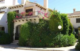 Townhouses for sale in Cabo Roig. Townhouse with views of the pool and a garden in Cabo Roig, Alicante, Spain
