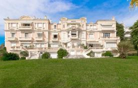 Luxury property for sale in Provence - Alpes - Cote d'Azur. Exclusive apartment in historic house of XIX century of consruction with view at the bay. Long term lease ability. Cannes, France