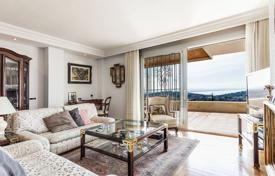 4 bedroom apartments for sale in Palma de Mallorca. Comfortable apartment with a covered terrace and a sea view, in a residential complex with a swimming pool, Genova, Mallorca, Spain