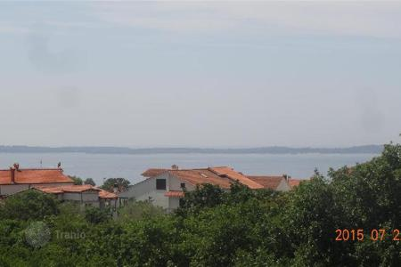 Coastal apartments for sale in Peroj. Apartment Two bedroom apartment overlooking the sea