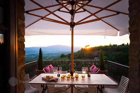 Villas and houses to rent in Umbria. Casa Design
