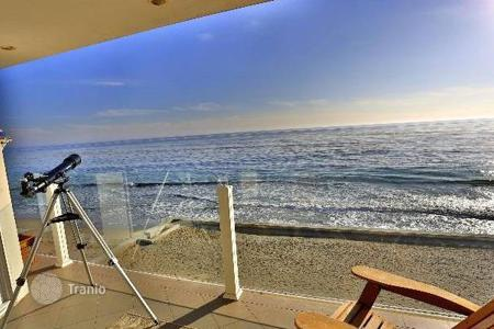 2 bedroom houses for sale in North America. Modern cottage in Malibu