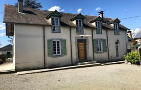 Residential for sale in Pau. Spacious villa with a guest house and a picturesque garden, between Pau, Tarbes and Lourdes, France