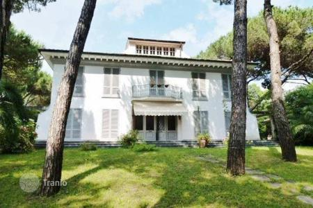 Luxury houses for sale in Massa. Four-level villa with a large plot of land, only 100 meters from the sea, Poveromo, Tuscany, Italy