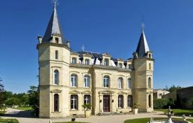 Luxury houses for sale in Aquitaine. Castle – Bordeaux, Aquitaine, France