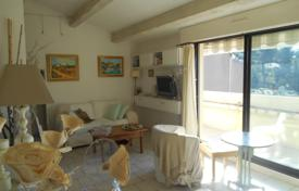 Cheap residential for sale in Bouches-du-Rhône. 1BEDROOM APARTMENT WITH WONDERFUL SEA VIEWS IN CASSIS