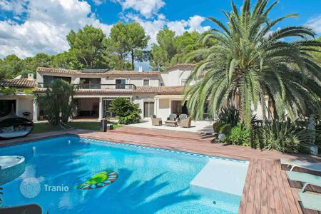 Residential for sale in Mougins. Mougins — Gated estate