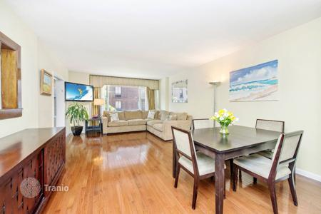 Apartments for rent with swimming pools in Manhattan. East 64th Street