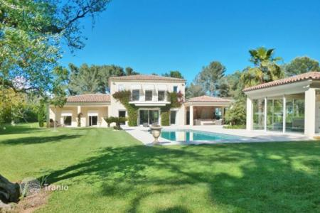 Luxury property for sale in Mougins. Villa – Mougins, Côte d'Azur (French Riviera), France