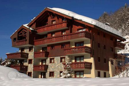 4 bedroom villas and houses to rent in Meribel. Superb chalet in the center of the alpine village of Meribel