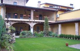 Houses for sale in Lake Garda. Villa – Garda, Veneto, Italy