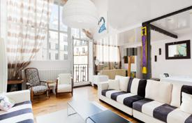 Luxury 3 bedroom apartments for sale in Ile-de-France. Paris 8th District – A highly original split-level apartment