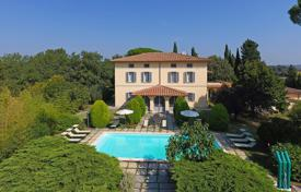 Luxury houses for sale in Umbria. Villa – Castiglione del Lago, Umbria, Italy