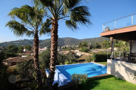 Houses with pools for sale in Costa del Maresme. Villa in Premia de Dalt, Barcelona